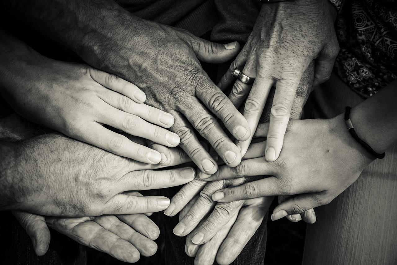 ¿Cuáles son los beneficios de los grupos de apoyo para mejorar el autoconocimiento?