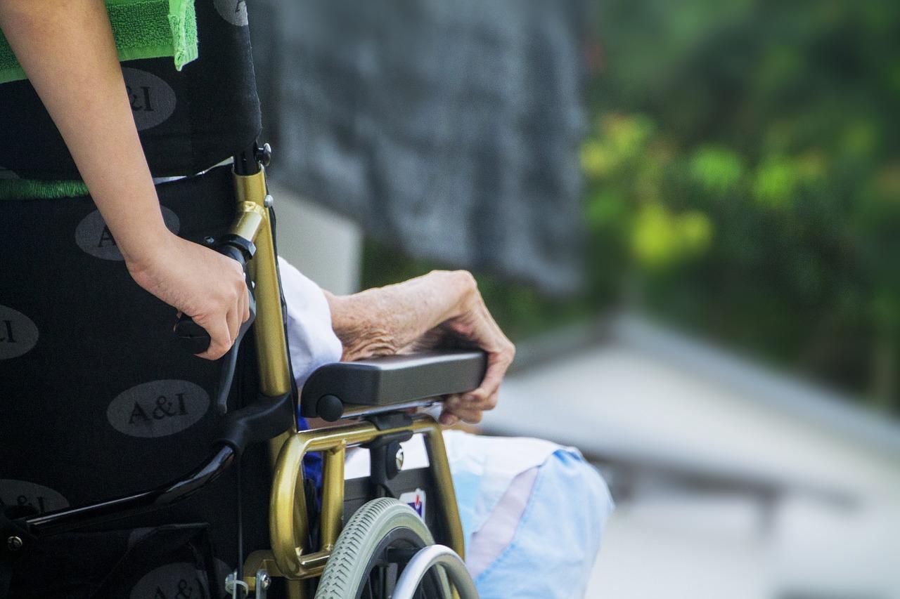 ¿Cuáles son los beneficios del apoyo psicológico para pacientes con patologías laborales crónicas?
